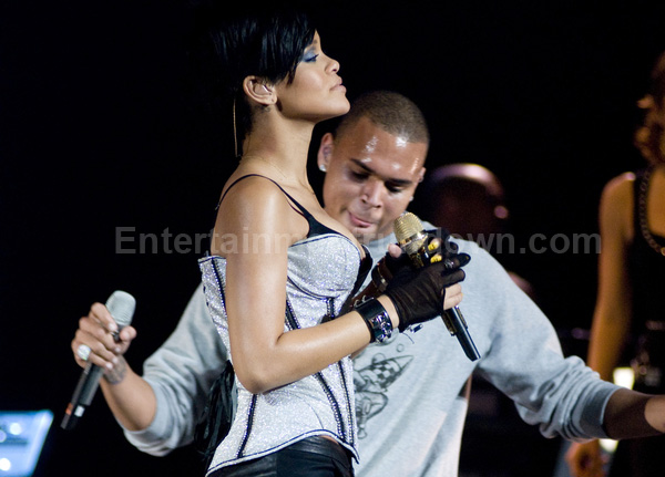 rihanna and chris brown friends