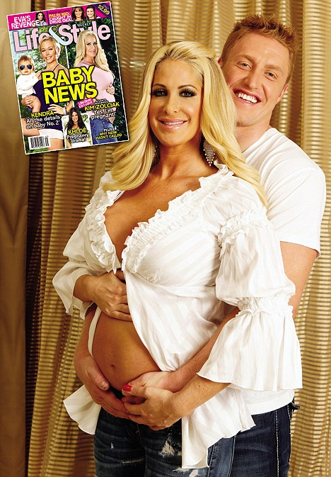 http://entertainmentrundown.com/wp-content/uploads/2010/11/Kim-Zolciak-Pregnant-LifeStyle.jpg