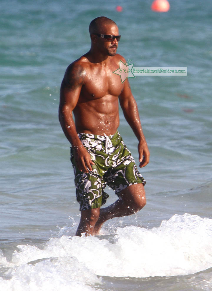 Shemar Moore took his sexiness to Miami Beach with his girlfriend for some ...