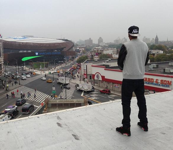 King Of Brooklyn Jay Z Looks Down From The Roof 560 State Street Where He Once Lived Source Entertainment Rundown