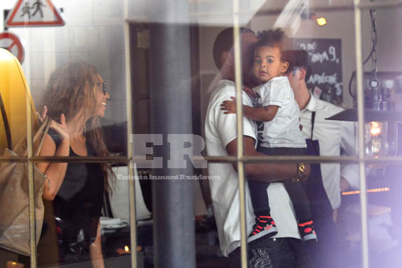 Beyonce Knowles & Jay-Z Take Daughter Blue Ivy Carter Out To Lunch In Paris