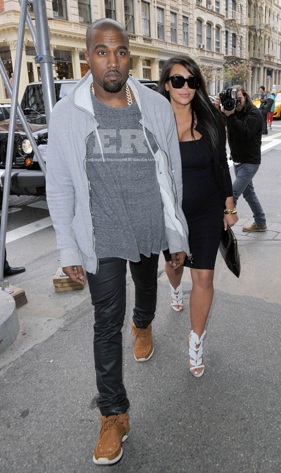 Kim Kardashian & Kanye West Shopping In NYC